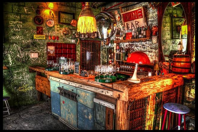 Vita notturna a Budapest -bar-2733079_640